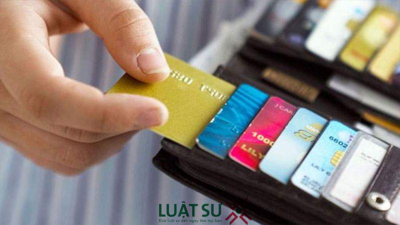 Không cho khách thanh toán bằng tiền mặt có vi phạm pháp luật?